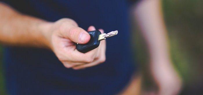Contrato de compraventa de coche usado de segunda mano entre particulares.