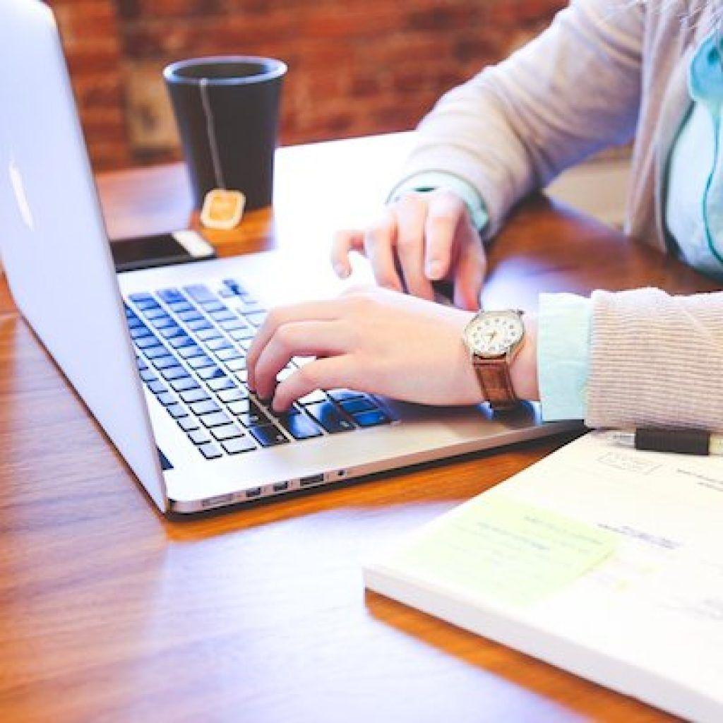 descargar-modelo-contrato-freelance